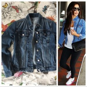6b7b591676 Denim jacket. Like new GAP jean jacket. Classic